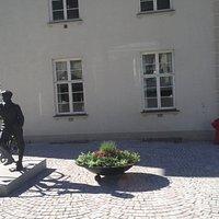 Gunnar Sonsteby statue.