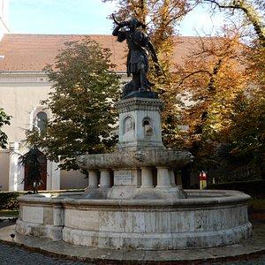 Lajos Millacher's Fountain in Corvin ter