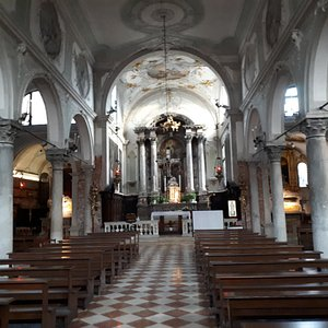 Interno della chiesa. Soffitto settecentesco