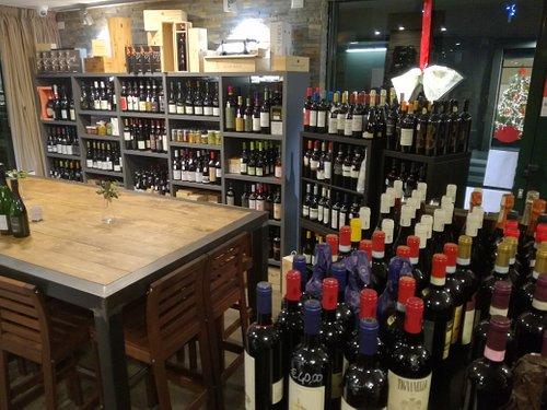 Enoteca, vini italiani e del nuovo mondo, degustazioni guidate con Sommelier