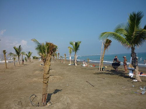 берег левой части пляжа