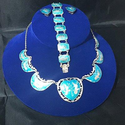Amazing selection of Vintage Jewelry