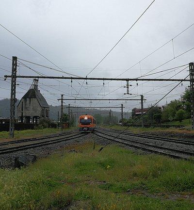 Tren turistico corto laja pasando por San Rosendo