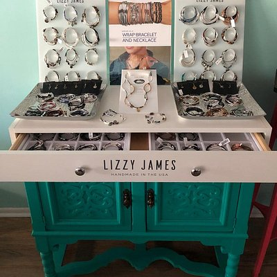 Lizzy James...the necklace that's also a bracelet!