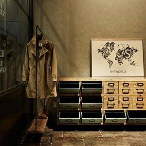 【BUNDOZA CAFE & BAR】オーセンティックなデザインファニチャー (もしくは「ハイセンスなデザインファニチャー」)