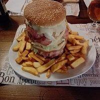 Ogni tanto una follia posso farla, maxy hamburger night e day, eccellente.