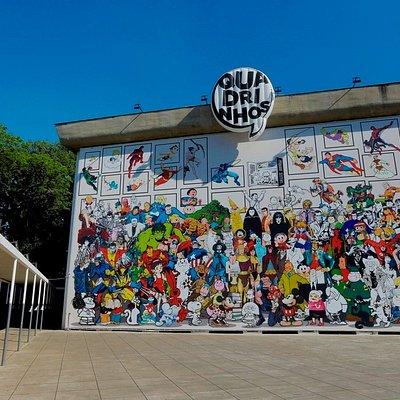 """Fachada do Museu durante a exposição """"Quadrinhos"""".  Foto: Letícia Godoy/MIS"""