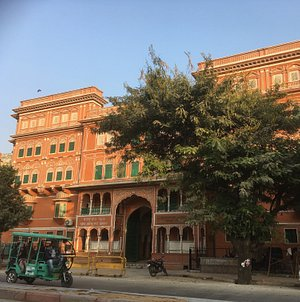 The museum - sooo pretty! it was jaipur's art school till the Museum took it over.