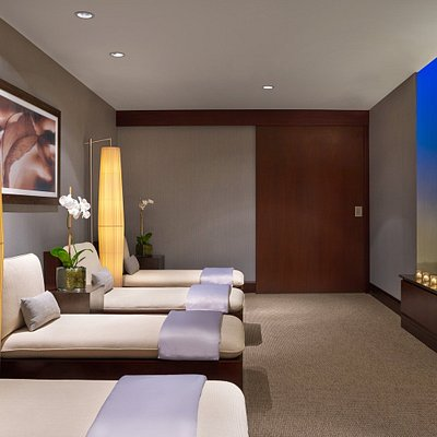 Both the women and men's relaxation lounge include hot tea and light super food snacks in a tranquil environment.