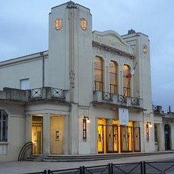 Un petit théâtre au coeur du quartier Cauderan, facile d'accès, facile pour se garer