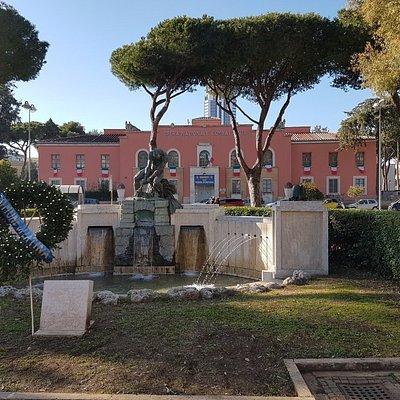 Sita in Piazza del Quadrato si trova questa statua dedicata al bonificatore.