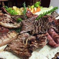la grigliata di Marchigiana, pancetta e salsiccia di Castelpoto