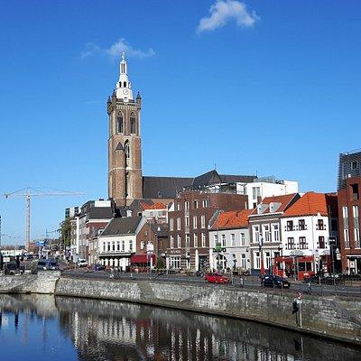 Stenen Brug - zicht op de Roerkade & Sint Christoffel Kathedraal Roermond 20181108