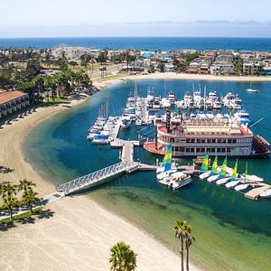 Come rent a boat, paddleboard, kayak or funcat our location at the Bahia Hotel and Resort