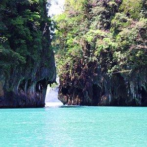 เกาะห้องลากูน หนึ่งในหมู่เกาะห้องจังหวัดกระบี่