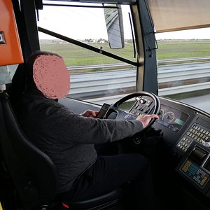 La loro carta dei servizi cita l'importanza della sicurezza durante i viaggi, ma forse l'autista non lo sa.........