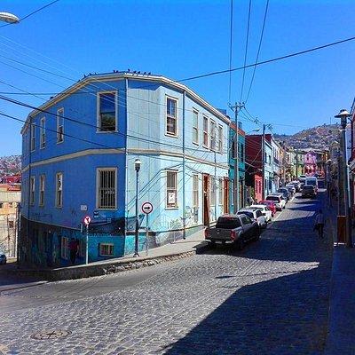 fachada de la casona lanita hostal valparaiso en cerro concepcion