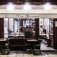 Le Don Giovanni, le soir...les couleurs du Marais avec son ambiance conviviale et amicale.
