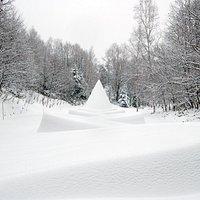 ダニ・カラヴァン《隠された庭への道》(野外美術館内)