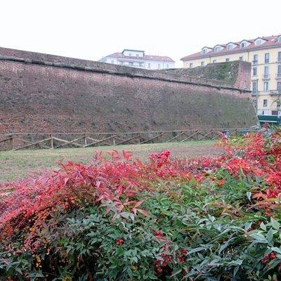 Sotto le antiche mura spagnole