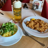 Wiener Schnitzel mit Kartoffel-Vogerl Salat