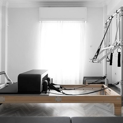 3 CIRCLES PILATES is carefully and passionately designed to deliver an inspiring environment for practicing. The studio offers 3 bright and autonomous classrooms equipped with the state-of-the-art BASI Systems equipment.