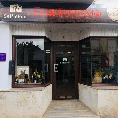 Centro de Visitantes en Tomelloso, en calle Oriente, 7, donde recibimos a nuestros clientes y punto de inicio de todas nuestras actividades.