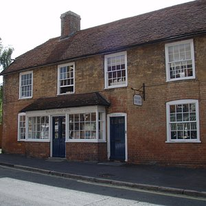 Beaulieu FIne Arts houses five gallery rooms dedicated to affordable contemporary located in Beaulieu Village in the heart of the New Forest