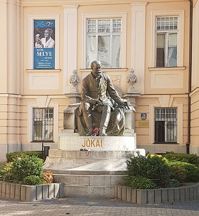 Statue of Mór Jókai
