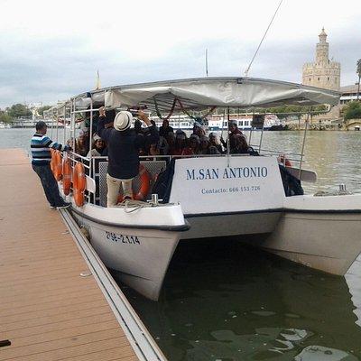 El Catamarán M. San Antonio,  Tiene capacidad hasta 50 pasajeros, es una embarcación cómoda y segura, ideales para: grupos de amigos, grupos turístico, excursión para colegios, celebración de cumpleaños, despedida de soltero, etc. etc.