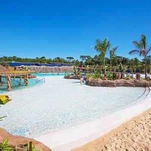 Um verdadeiro cenário litorâneo! A Blue Waves é a praia termal do Blue Park.