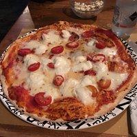 Pizza bufalina: squisita, davvero buonissima! Ingredienti di prima scelta...!