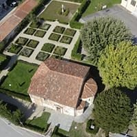 chiesa abbaziale benedettina costruita nel X secolo,una delle più antiche del territorio, racchiude numerosi affreschi quattrocenteschi e di epoche successive.L' Associazione San Pietro Cavallermaggiore ((tel.392 7038707) si occupa del restauro e della gestione.