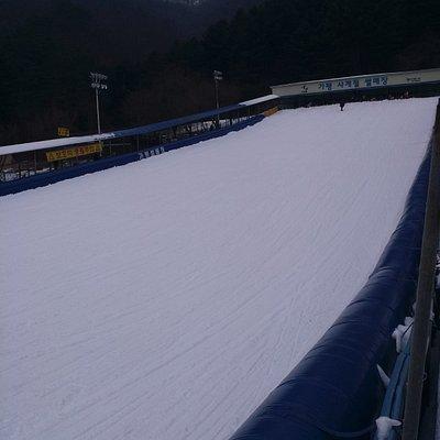 滑雪場,季節限定,12月至3月,視乎雪量,雪太少不開放。