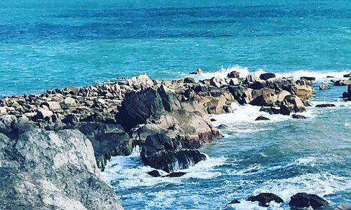 Gruta de Nossa senhora de Lourdes e praia da armação