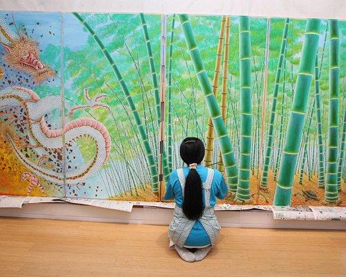 「竹龍」(襖絵)八十山和代作(京都 高台寺所蔵)油絵 2016年に高台寺からの依頼を受けて、本堂の襖絵を制作。 2017年10月22日〜12月10日まで「八十山和代特別展」開催。 2ヶ月間で40万人の観光客の皆様に披露。
