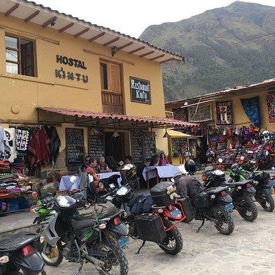 Pause sur la route de Cusco dans un village non loin des marchés artisanaux
