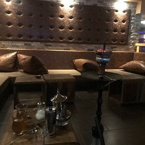La casa shisha lounge is a great place to relax and enjoy a nice elegant evening. Very fancy yet inexpensive. Would recommend for couples.