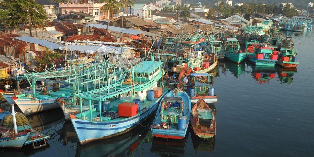 I pescherecci e il mercato locale