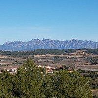 Vistas a Montserrat desde el Mirador Miravinyes-La Cadira (Torrelavit)