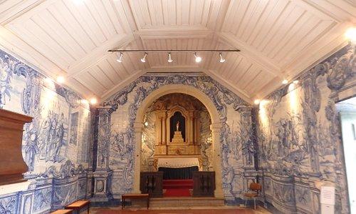 Kapellet och altaret i Ermida de São Sebastião i Caldas da Rainha. Foto av Micke Rehn.