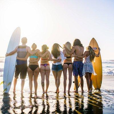 ¿Viaje de amigos? Tamarindo es el lugar perfecto para surf