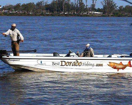 Nuestras embarcaciones de 21 pies especialmente diseñadas para la pesca con mosca o bait casting hacen que la seguridad y confort se sienta a pleno.