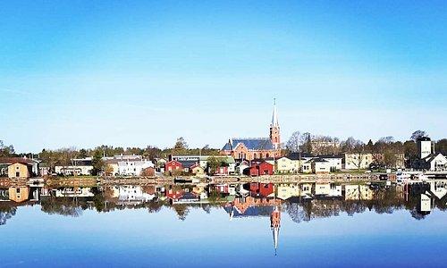 Kristinestads silhuetten i en junimorgon.