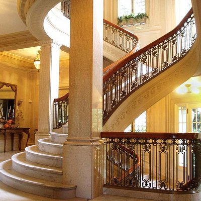 The bifurcated main staircase.
