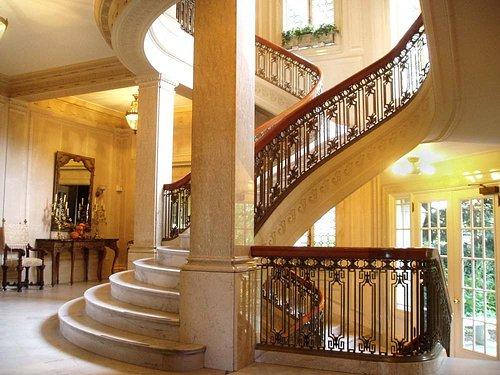 The bifurcated main staircase.