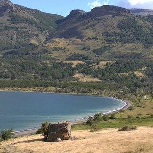 Muy bonitas vistas ; muy hermoso paisaje ; aguas de colores increíbles ; estupendo para la fotografía.