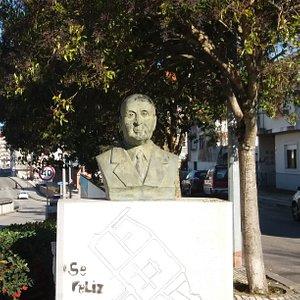 Monumento Busto a Álvaro Sampaio