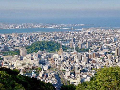 山頂からは徳島市街を一望できる