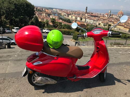 Visit Florence in few hours, Piazzale Michelangelo, Ponte vecchio, Fiesole, Boboli, Accademia Museum , Uffizi Museum , easy, cheap and fun with our Vespa